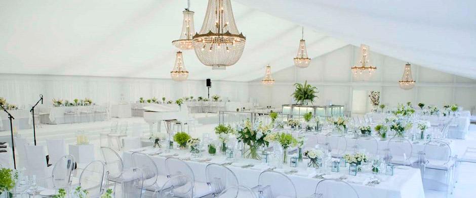 Carpa de lujo para bodas con lamparas de cristal